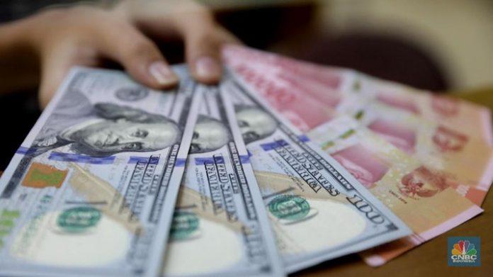 Ilustrasi Dolar AS dan Rupiah (CNBC Indonesia/Muhammad Sabki)